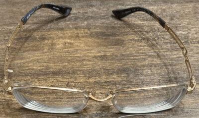 トランジションズ社のエクストラアクティブが入っている眼鏡